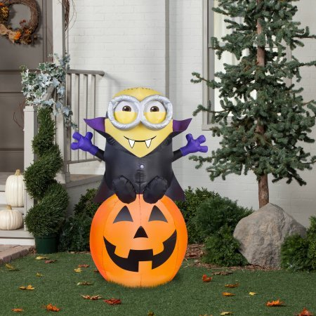 Airblown gone batty minion halloween decoration farm for Airblown decoration